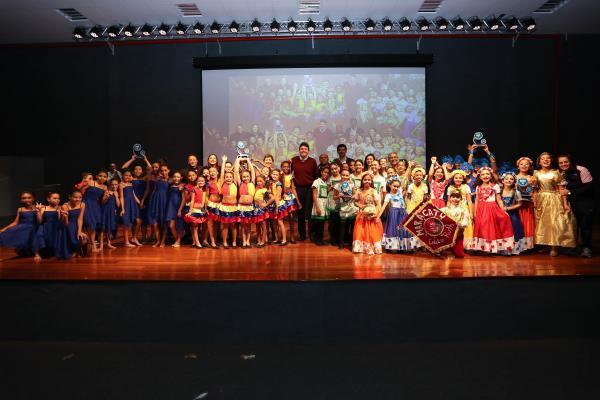 Em Santana de Parnaíba, alunos da rede municipal participam do 14º Festival Escolar de Dança