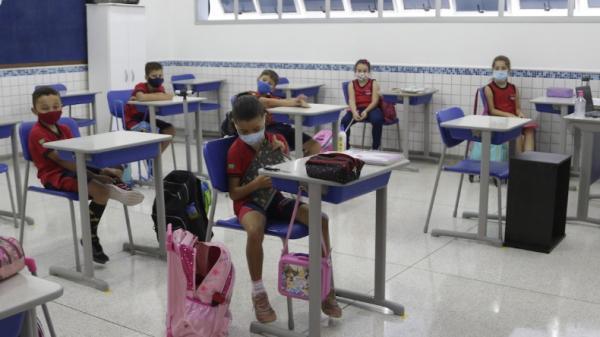 Decreto estadual torna educação serviço essencial em SP