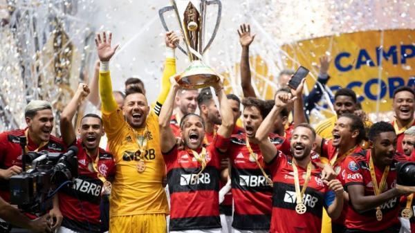 Flamengo bate Palmeiras nos pênaltis e leva Supercopa