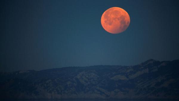 Superlua rosa e eclipse total acontecerão na noite de hoje