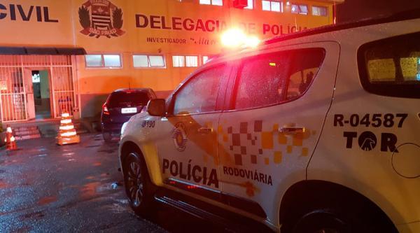 Tentativa de roubo de carga acaba em troca de tiros e morte na Anhanguera