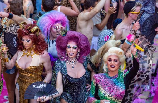 Hoje é dia Internacional do Orgulho LGBTQIA+ e você sabe por quê?