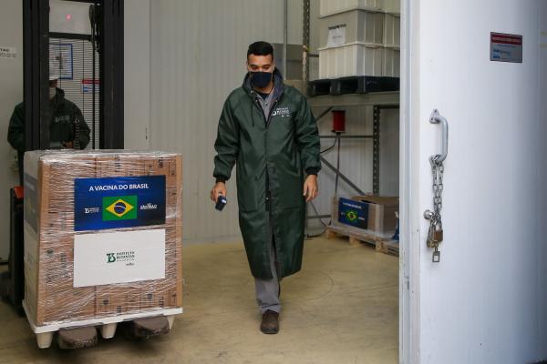 Butantan entrega 800 mil doses da CoronaVac a Ministério da Saúde