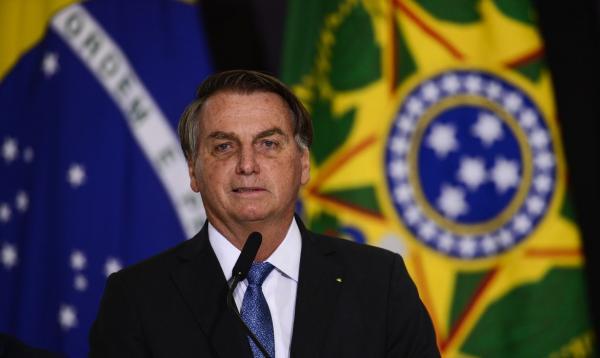 Bolsonaro é transferido para SP para tratar obstrução intestinal; necessidade de cirurgia será avaliada