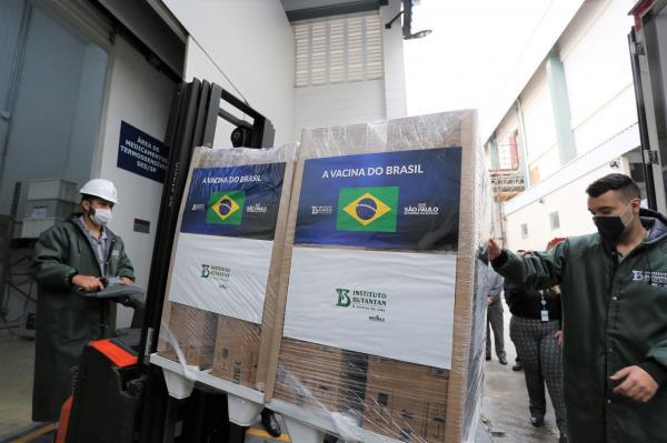 Ministério da Saúde recebe mais 1 milhão de doses da CoronaVac para PNI