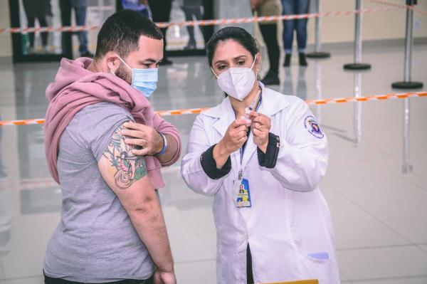 Santana de Parnaíba passa marca de 100 mil doses aplicadas de vacinas contra Covid-19