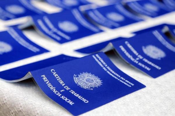 Desemprego no país mantém recorde de 14,7% e atinge 14,8 milhões, diz IBGE