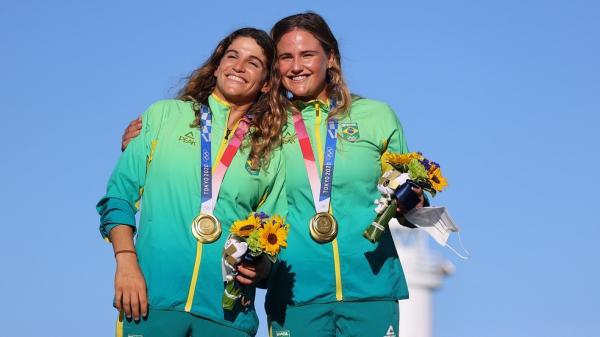 Martine Grael e Kahena Kunze conquistam a medalha de ouro na vela
