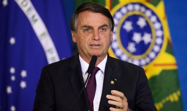 Bolsonaro veta projeto de lei que suspendia despejo durante a pandemia