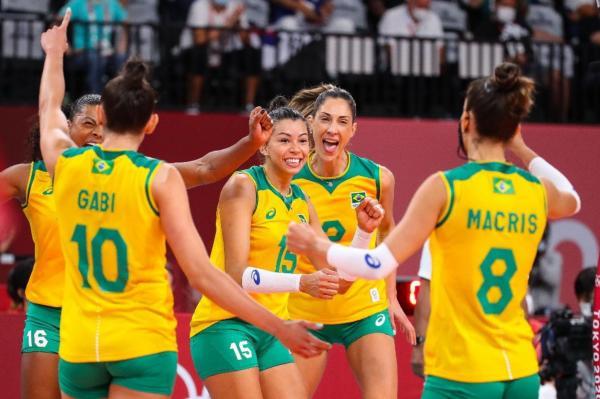 Brasil vence Coreia do Sul e duela com EUA pelo ouro no vôlei feminino