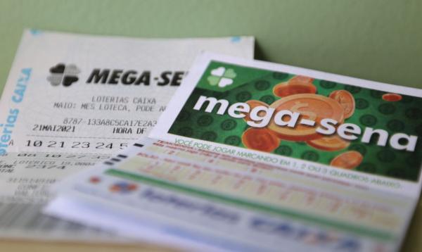 Mega-Sena pode pagar hoje R$ 55 milhões
