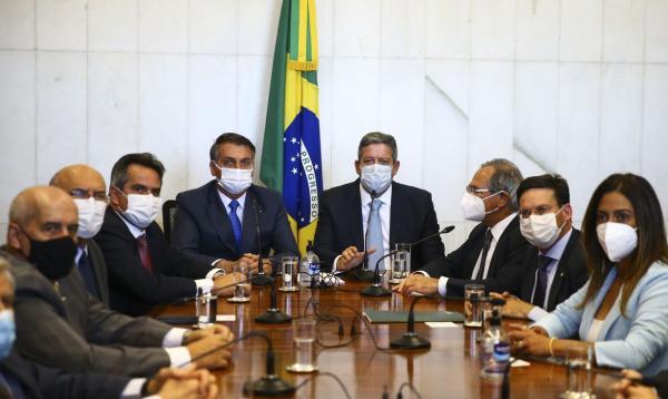 Bolsonaro entrega ao Congresso proposta do novo Bolsa Família