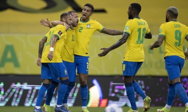 Seleção vence Peru e mantém campanha perfeita nas Eliminatórias