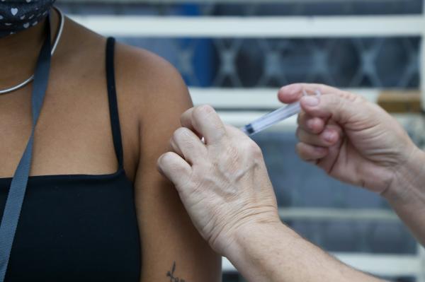 Governo de SP promove novo 'Dia V' de vacinação neste sábado (16)